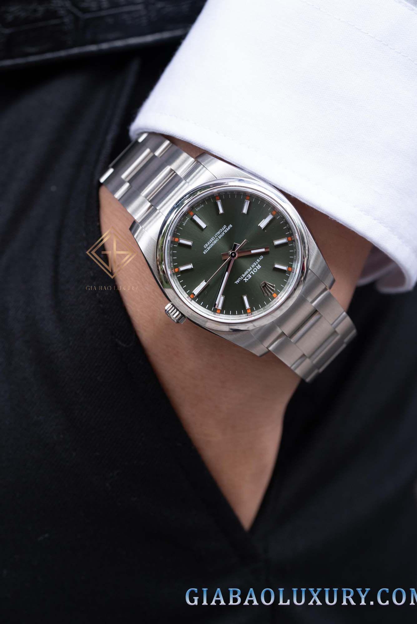 Phiên bản đồng hồ Rolex Oyster Perpetual 114200  màu xanh lá