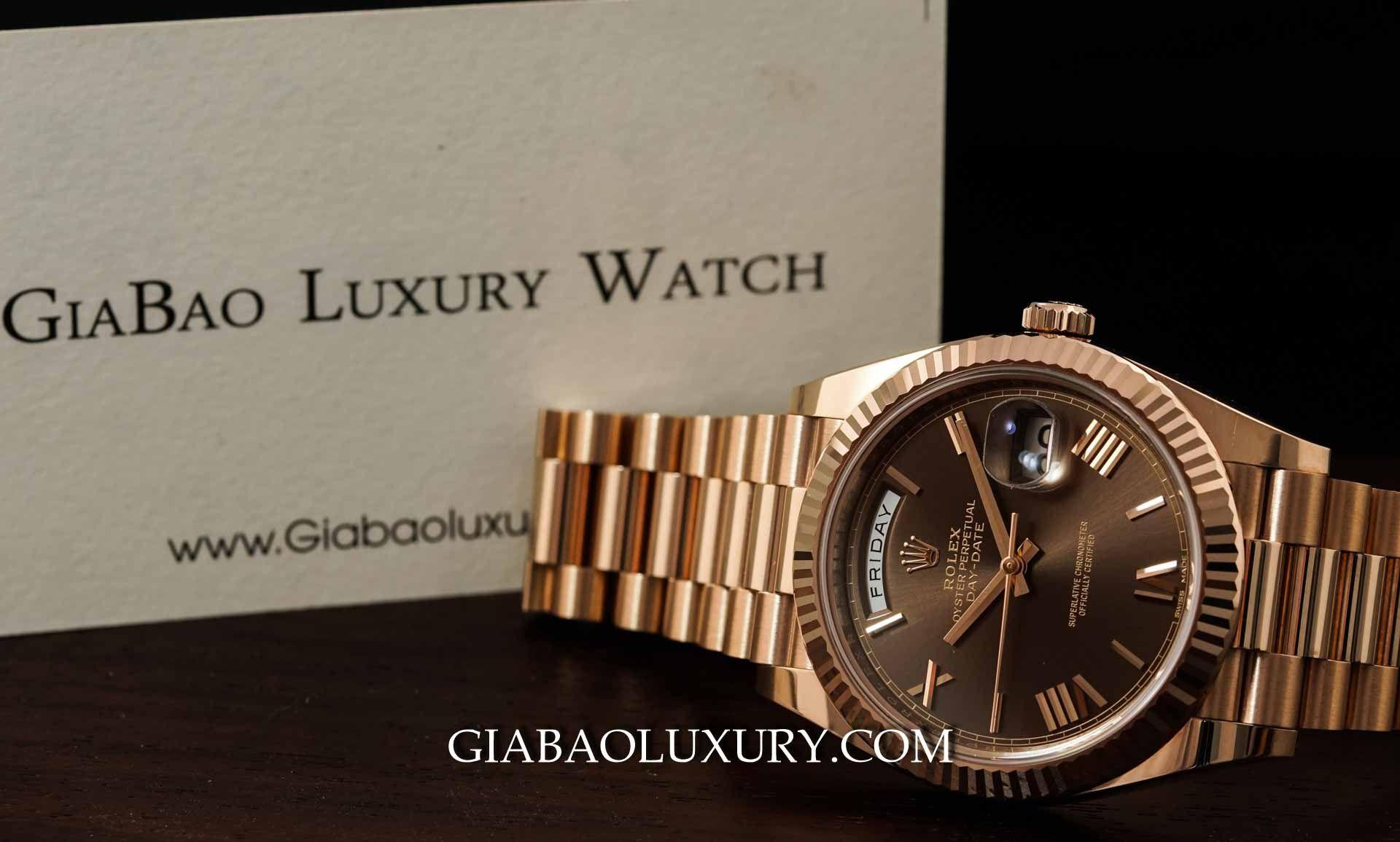 Phiên bản đồng hồ Rolex Day – Date 40 228235 Mặt Số Chocolate Cọc Số La Mã tại Gia Bảo Luxury