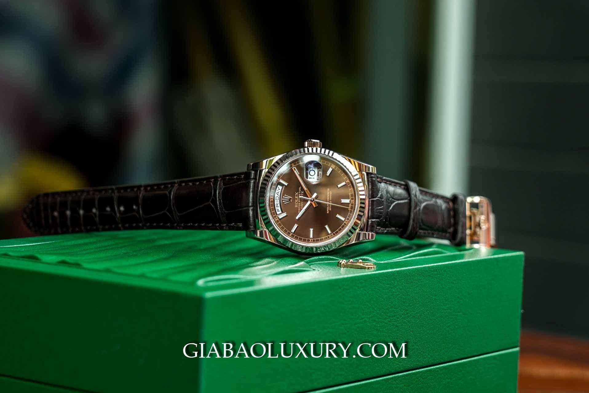 Phiên bản đồng hồ Rolex Day – Date 36 118135 Mặt Số Chocolate tại Gia Bảo Luxury