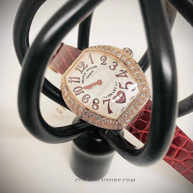 Đối với khách hàng ở xa, chúng tôi nhận thu mua đồng hồ Franck Muller Heart online bằng cách khách gửi hình ảnh sản phẩm chi tiết, rõ nét các góc cạnh cùng tình trạng đồng hồ, giấy tờ chính xác