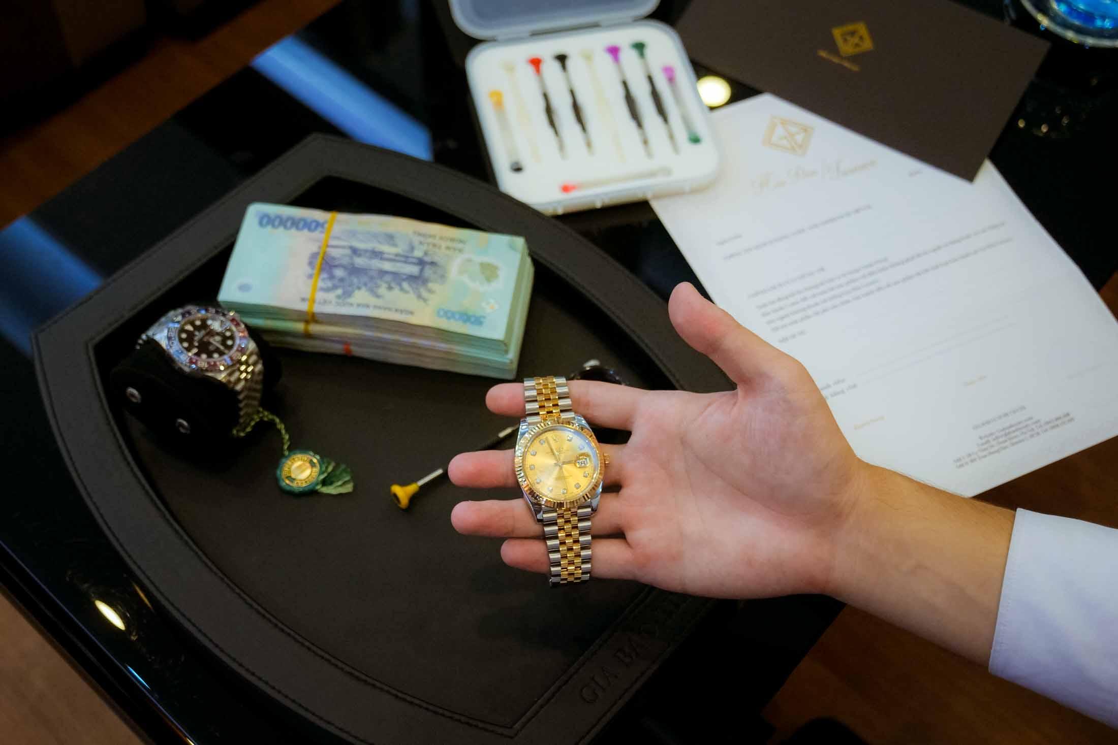 Dịch vụ thu mua đồng hồ cũ chính hãng tại Hà Nội